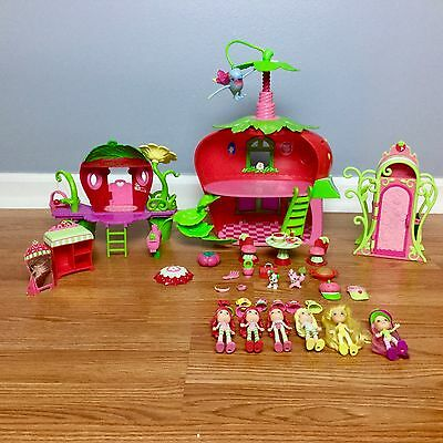 STRAWBERRY SHORTCAKE HUGE LOT Cafe Doll House Playsets Dolls Clothes Accessories