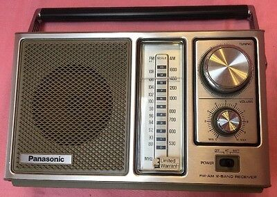 Vintage 1976 Panasonic RF-560D Siver/Blk AC/DC portable transistor radio--AS IS
