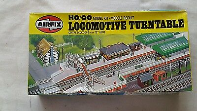 A model railway plastic kit by airfix in ho / oo of a locomotive turntable