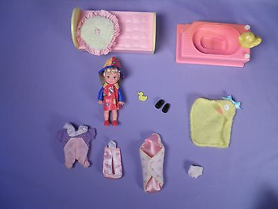 Lot of Kelly Accessories Tub with Cute Blonde Doll
