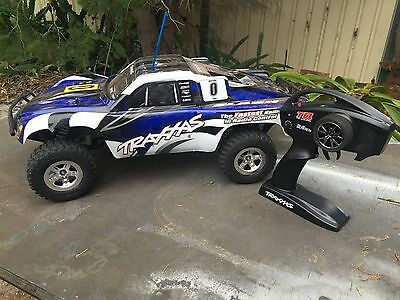 Traxxas Slash 2wd 1/10 scale rtr 2.4GHz TQ Radio used only couple times losi