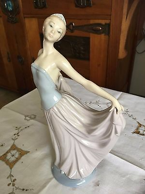 Lladro lady ballerina dancer #5050