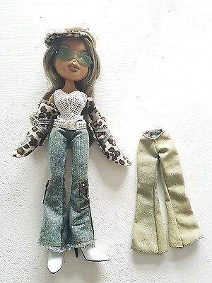 WOW adventure yasmin bratz doll with spare jeans and cute keyring