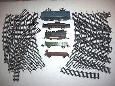 Big Lot Of  Tt Scale 3 Locomotive (1 For Parts) With 2 Cars And Lot Of Rails