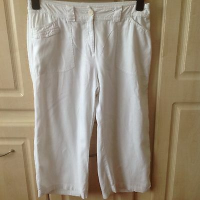 Ladies White Cropped Trousers. Size 14. Marks And Spencer