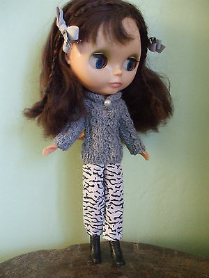 Blythe clothes: hand knitted jumper, free used trousers & accessories. No doll.
