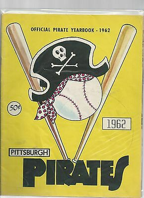 Original   1962  Pittsburgh Pirate  Yearbook    Excellent condition
