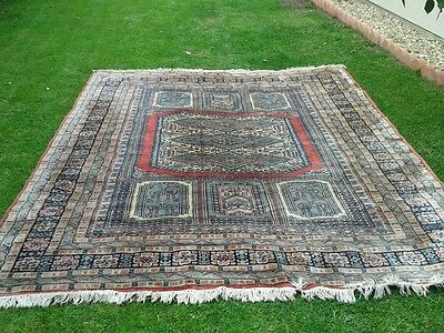 Old Traditional Pakistan Wool Rug/Carpet  (approx 270cm x 220cm)