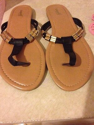 Capelli New York Women's Black & Gold Sandals In Size 9