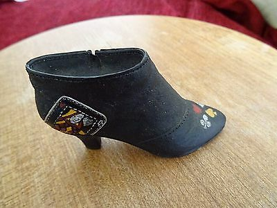 Vintage Just The Right Shoe collectable Queen of Hearts 2000