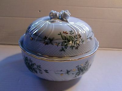 "Hollohaza Pannonia Covered Dish Hungary Porcelain 7"" dia"