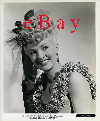 Betty Grable - 8x10 BW Vintage Photo
