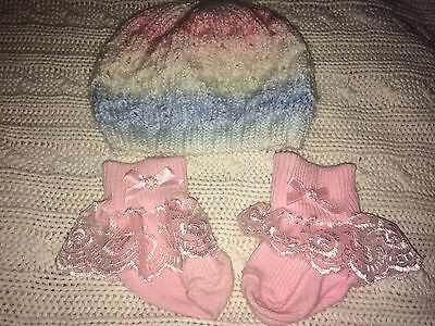 Lovely Pastel Coloured Hat With A Pair Of Pink Frilly Lace Socks. 0-3 Mths
