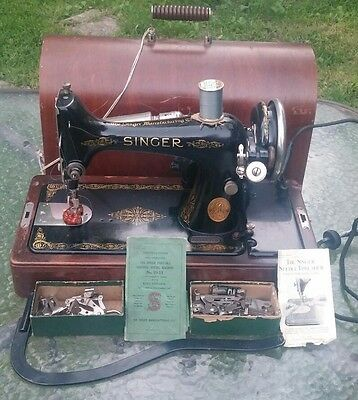 Singer Portable Heavy Duty Sewing Machine 99-13 Knee Control Bentwood Case Wow