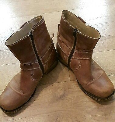 Mens boots size 9