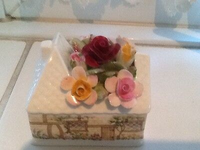 Pretty Little Royal Albert Old Country Roses Posy Cottage
