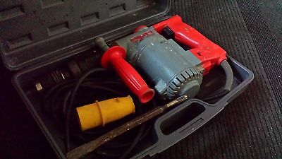 Hilti Te17 Hammer Drill 110V With Breaking Chisel In Case