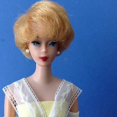 Very Pretty! First Issue BLONDE BUBBLE CUT Vintage Barbie.  All Original.