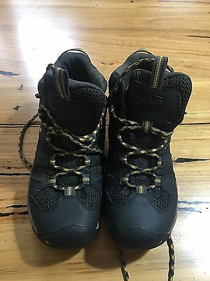 Keen Blk hiking Boots - Size US 8