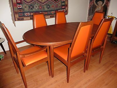 Vintage retro dining table and chairs -excellent condition!
