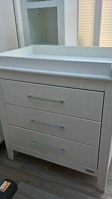 Mamas and Papas Nursery Furniture Set (cotbed, drawers, blanket box and shelf)