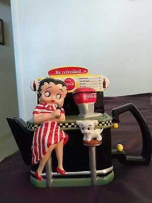 betty boop teapot 1940 art made in 2000  no chips no cracks never used