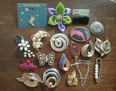 Vintage lot of 19 brooches and pins faux pearl leaf flower