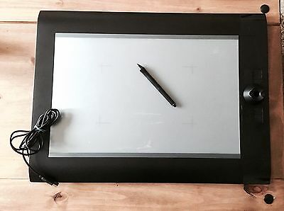 Wacom Intuos 4 XL PTK-1240  Graphics Tablet with Pen