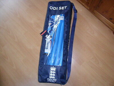 England junior boys cricket set size 4 in set wickets ball and bat blue ex cond