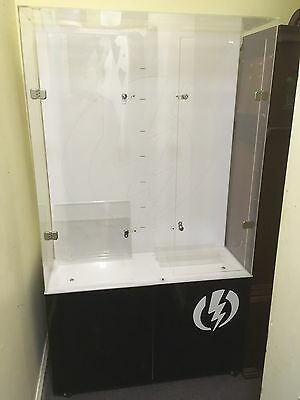 Retail shop lockable display cabinet with light