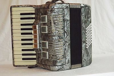 Piano accordion akkordeon  WELTMEISTER  40 bass