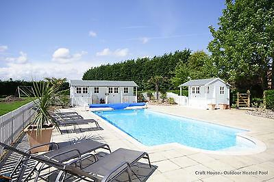 June 27th - 4 night Romantic Holiday Cottage OWN HOT TUB +HEATED SWIMMING POOL