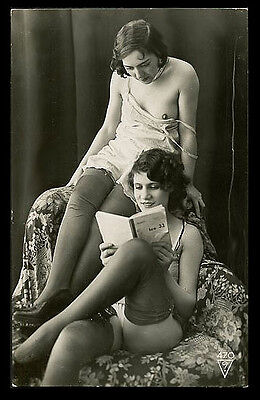 French OSTRA Charming LESBIANS In LINGERIE Reading BOOK 1920s ~ PARIS Latest!