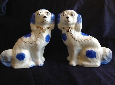 VINTAGE PAIR OF HAND PAINTED ARTONE STAFFORDSHIRE DOGS H17cm