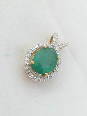 9ct/ 9k gold Diamond & Emerald pendant, 375