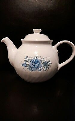 Vintage Corelle coordinates teapot blue and white ~beautiful condition 6 cup