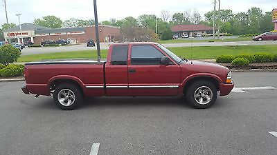 2001 Chevrolet S-10  2001 Chevrolet S10 Extended Cab, red
