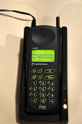 MOTOROLA 6200 GSM VINTAGE mobile cell phone with charger WORKING