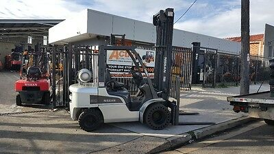 NISSAN FORKLIFT UG1F2A30 DUAL WHEEL WIDE CARRIAGE LOW HOURS $15999+GST Negotiabl