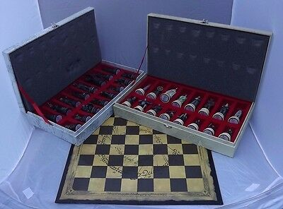 Eaglemoss Lord of the Rings Chess Set With Folding Board