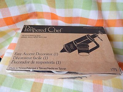 Pampered Chef 1775 - Easy Accent Decorator Nrfp