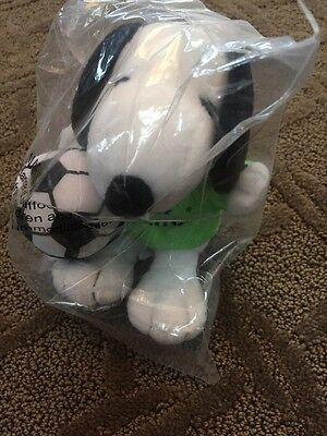 NEW  Peanuts SNOOPY doll toy Metlife Soccer (Football) Player Plush 5 Inches