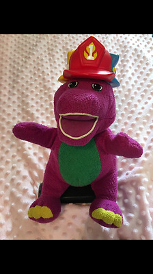 """Silly Hats Barney 12"""" Singing Musical Phrases Soft Cuddly Toy  Fisher-Price"""