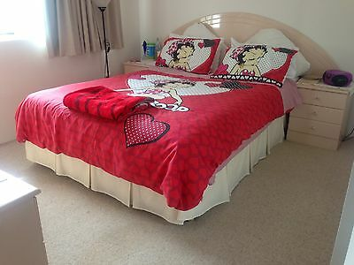 Queen Size Pleated Bed Balance