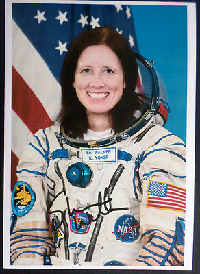 Shannon Walker Soyuz TMA NASA Astronaut SIGNED Original AUTOGRAPH PHOTO 12x8 COA