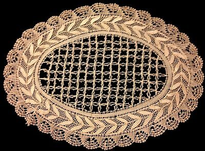 """Exceptional Old Vintage Bobblin Made Beautiful Ecru Tone Oval Doily 10 3/4 x 8"""""""