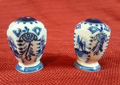 Old Vintage Salt & Pepper Shaker, Blue Windmills Art