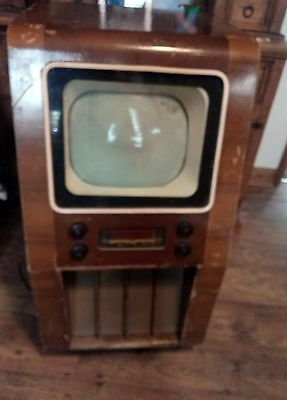 Vintage  TV (believed to be late 40s early 50s )
