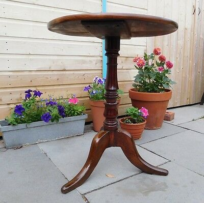 Antique Round Occasional Pedestal Lamp Side table with turned leg / base