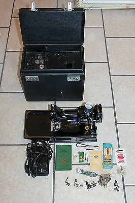 1945 Singer 221-1 Featherweight Sewing Machine AG530248 in Excellent Condition
